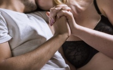 5 วิธีใช้มือให้แพรวพราวกับเรื่องบนเตียง